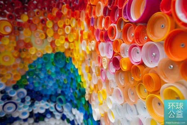 """组图:全球塑料瓶创意""""变装""""集锦"""