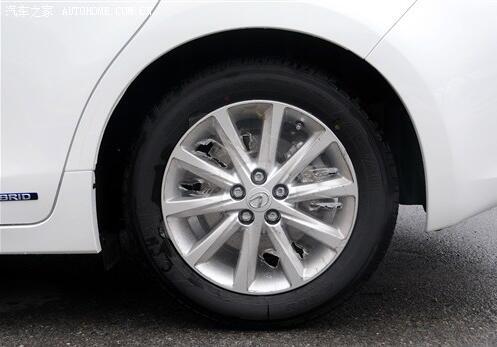 警惕轮胎松动 注意行车安全