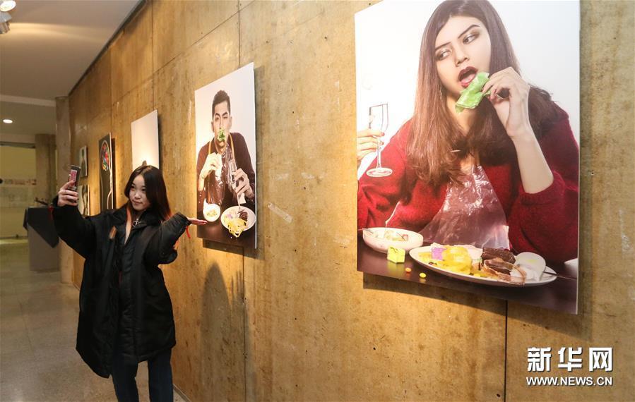 """大连""""塑料不酷""""综合艺术展 提升公众环保意识"""